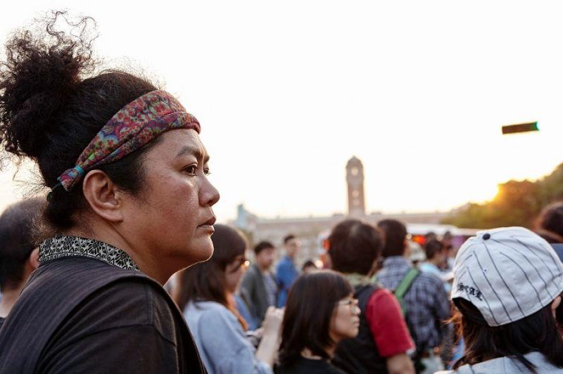 「從小到大受了很多的苦,是因為沒有能力理解世界怎麼運作。發現有很多的辛苦,其實都是社會結構分配不均,造成我們在承受的結果。很讓人痛苦的是,為什麼要一直這麼理所當然地、重覆犧牲原住民?」(巴奈)