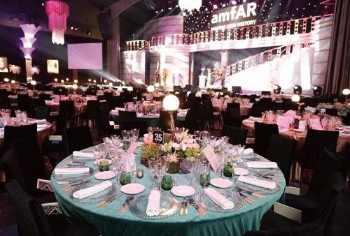 海瑞溫斯頓Harry Winston鼎立贊助amfAR坎城慈善晚宴,以「好萊塢的黃金時代」為主題,現場熱鬧非凡。(5/26 Updated)