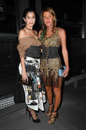 泰國女星Praya Lundberg與Anna dello Russo皆手持Prada星星月亮Cahier包 $72,500