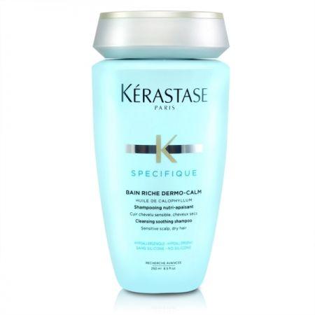 洗完頭不喜歡吹乾頭髮可以嗎?——倪萱髮藝 資深設計師Joe基本上建議一定要馬上吹乾,尤其是頭皮。許多人洗完頭後會用毛巾包起來,其實是不好的習慣,因為潮濕的頭皮是細菌最好的溫床,這或許就是不管再怎麼洗頭,仍然會覺得頭皮有一種油味。當頭皮長時間在有細菌的環境下,不僅會發癢,而且長出來的頭髮也較不健康。洗頭後先用毛巾壓乾頭皮、頭髮,以溫風將頭皮吹到全乾,再以熱風吹頭髮,為避免熱風對頭髮造成傷害,從頭髮最厚、最多的後腦勺開始吹起,慢慢將頭髮撥散吹乾,最後以冷風將熱氣吹出。Kérastase 特潤舒活髮浴產品圖說:舒緩緊繃乾燥、長效潤澤,重建防護罩,含有水凝甘油,長效保濕,於頭皮形成一道保護膜,對抗外在汙染威脅。