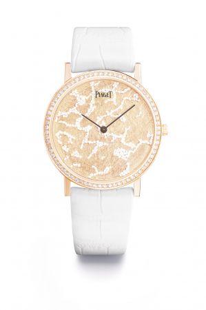 匠心獨運的錶盤以色彩豐富的白色蛋白石點綴,化作雲朵與泡沫處處的夢幻意境 。部分腕錶採用蛋殼等天然物料細工裝飾錶盤。