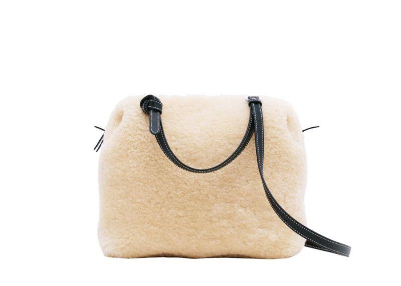 Soft Cube天然山羊毛肩背提包$97,000