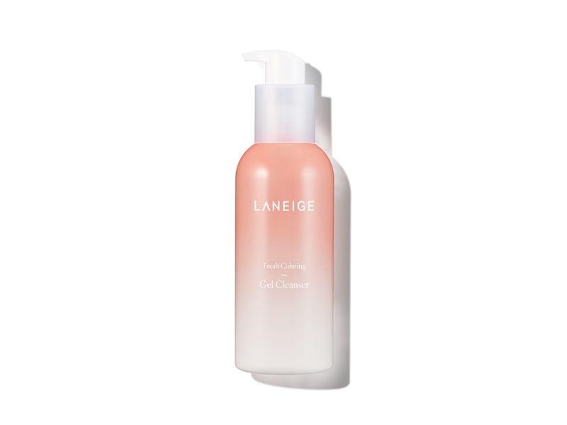 蘭芝純淨保濕潔顏凝膠不含礦物油與界面活性劑,洗淨力溫和不刺激。230ml,NT700。
