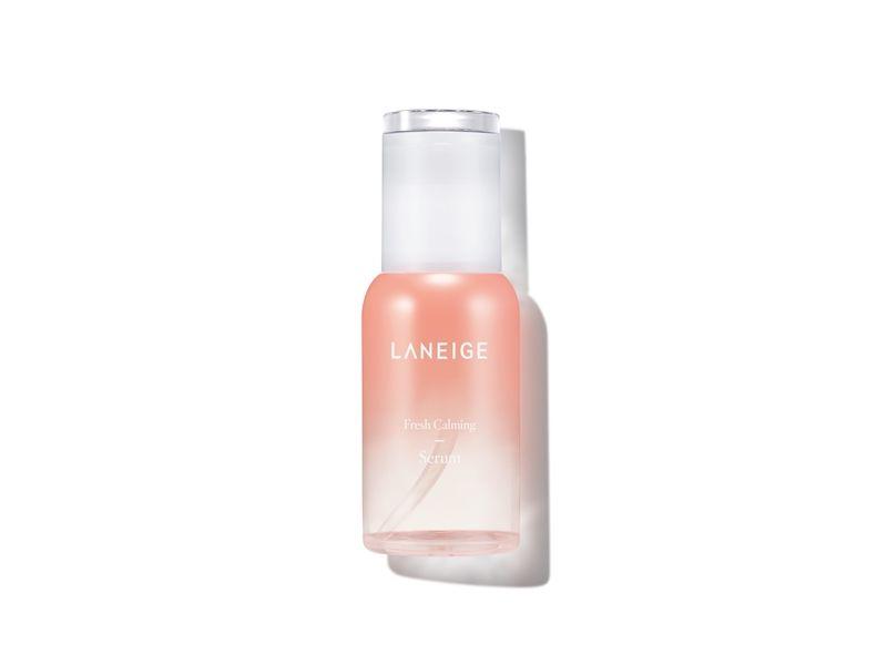 蘭芝純淨保濕精華的零油脂成份,讓保濕力更深入肌底,吸收度高,清爽不黏膩。80ml,NT1,150。