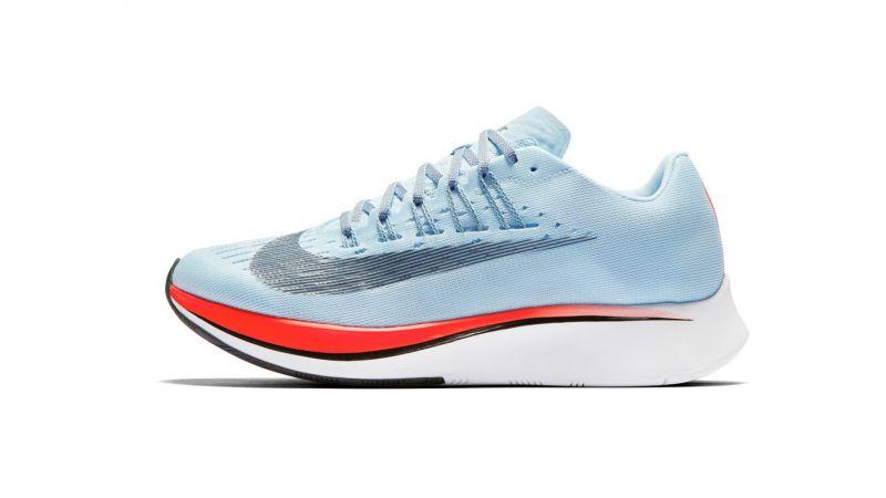 Nike Zoom Fly跑鞋