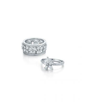(左)Tiffany Victoria寬版鑽石鉑金戒指 (右)Tiffany Victoria鑽石鉑金戒指