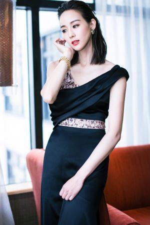 張鈞甯配戴BVLGARI Heritage典藏系列頂級黃金與鑽石耳環及項鍊出席上海電視節閉幕紅毯