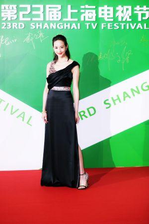 張鈞甯配戴BVLGARI Heritage典藏系列頂級黃金與鑽石耳環及項鍊現身於上海電視節閉幕紅毯