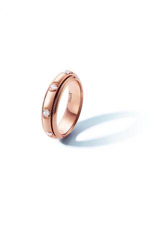 Possession 旋轉指環18K玫瑰金鑲嵌8顆圓形美鑽(約0.3克拉)G34P7C00台幣參考價格101,000 起