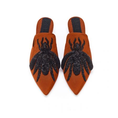 復古蜘蛛刺繡拖鞋,Sanayi,NT39,580。