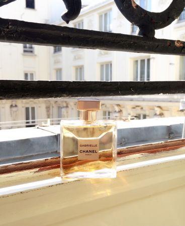 向香奈兒女士致敬,以其本名Gabrielle Chanel為名推出的「香奈兒嘉柏麗香水」。