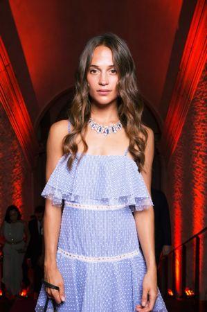 奧斯卡影后Alicia Vikander 配戴BVLGARI FESTA ITALIANA系列PANTERA DI SIENA頂級藍寶石鑽石項鍊