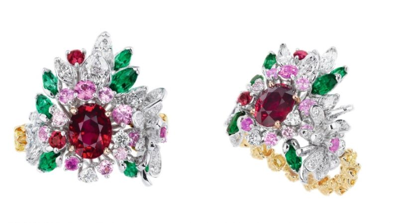 COURONNE DE FLEURS紅寶石戒指_白K金、黃K金、粉紅色K金、鑽石、紅寶石、祖母綠、粉紅剛玉、黃鑽、粉紅鑽,NT$ 7,400,000。