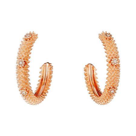 臻美花刺在耳間綻放流光溢彩。Cactus de Cartier耳環玫瑰金,鑽石。參考價格約NT$ 325,000