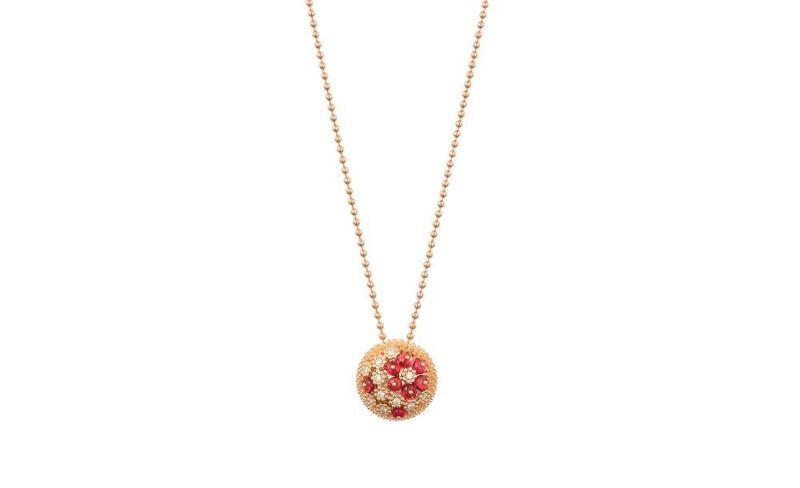 這款長項鍊靈巧精緻,花朵式鑲嵌鑽石和尖晶石柔美映襯玫瑰金球冠。Cactus de Cartier尖晶石項鍊玫瑰金,鑽石,尖晶石。參考價格約NT$ 650,000