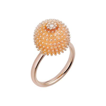 這款仙人掌球冠戒指可單獨佩戴,亦可疊加搭配,宛如真正的仙人掌花園。Cactus de Cartier鑽石戒指玫瑰金,鑽石。參考價格約NT$ 134,000