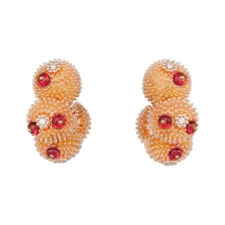 卡地亞以生動活潑的耳環,塑造出精巧玲瓏的仙人掌花園。Cactus de Cartier尖晶石耳環玫瑰金,鑽石,尖晶石。參考價格約NT$ 1,110,000
