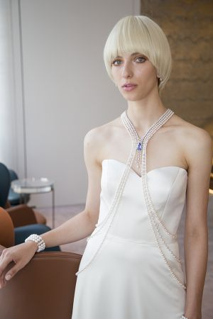 頂級珠寶系列藍寶石及日本Akoya真珠Body Jewelry,約NT24,340,000。(藍寶石主石總重約25.61克拉、日本Akoya真珠,直徑4.00~8.00 mm,共151顆、鑽石總重約47.30克拉、18K白金)頂級珠寶系列鑽石耳環,約NT1,481,000。(鑽石、18K白金)日本Akoya真珠三排式鑽石手鍊,約NT2,010,000。(日本Akoya真珠,9.00~9.50 mm、鑽石、18K白金)