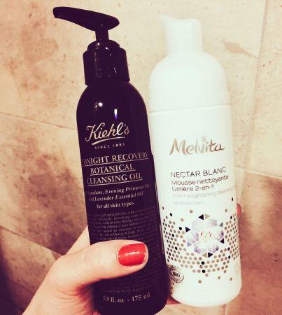 Kiehl's深夜奇肌精萃潔顏油(左) + Melvita百合花妍亮白潔顏慕絲(右)對我來說,一天之中最能夠真正把壓力拋在腦後的時刻,就是踏進浴室,開始洗卸的時候,Kiehl's這瓶卸妝油含有7種天然植物精油成分,一邊清潔一邊可享受療癒的氣息,接著使用Melvita,細緻溫柔的慕絲泡沫讓剛剛的舒壓感繼續延伸,輕輕按揉,也把一天的壓力全洗掉了,覺得開心~推薦者:Marie Claire 數位美容主編fish