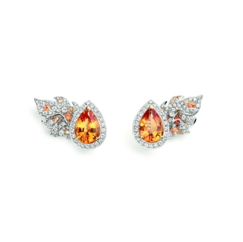 Rhapsodie Transatlantique耳環:由白金和黃K金製成,鑲有兩粒水滴形切割帝王托帕石(各重5.60和5.22克拉),多粒圓形Umba石榴石,以及明亮式切割鑽石和香檳色鑽石。