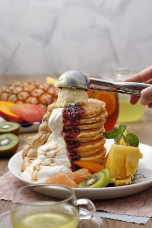 夏威夷水果派對鬆餅 雙人套餐 NT$620 +10% (附160元飲品二杯)