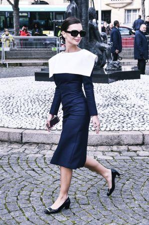 .OK艾蜜莉瑞特考斯基(Emily Ratajkowski)穿著Belle Vivier系列鞋款