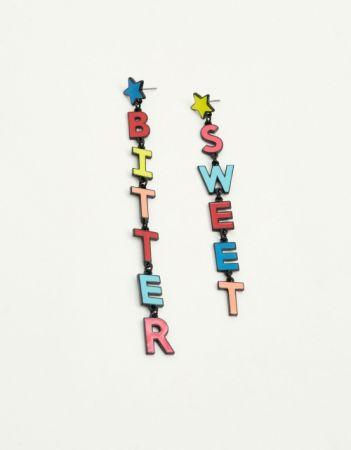 彩色字母耳環NT240。