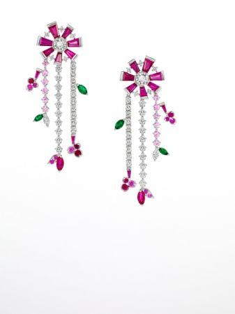 opulence 耳環_鉑金、鑽石、紅寶石、祖母綠、粉色藍寶石。