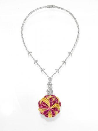 dahlia 項鍊_鉑金、18K黃金、18K櫻花金、紅寶石、黃色藍寶石、鑽石。