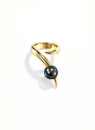 nepenthes 戒指_18K黃金、南洋黑珍珠。