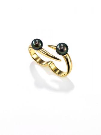 nepenthes 雙戒指_18K黃金、南洋黑珍珠。