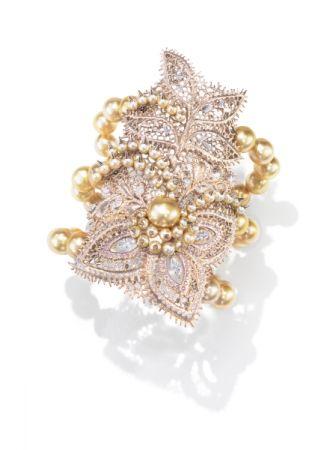 Dentelle Pearls 手環_18K 白金、鑽石、粉鑽、巴洛克南洋黃金珠、阿古屋珍珠。