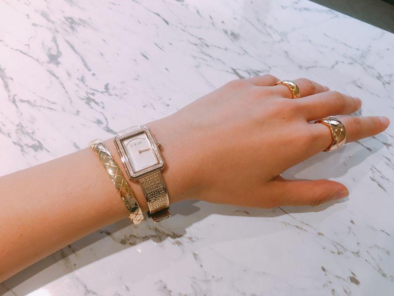 手錶是18K米色金;手環是18K黃金