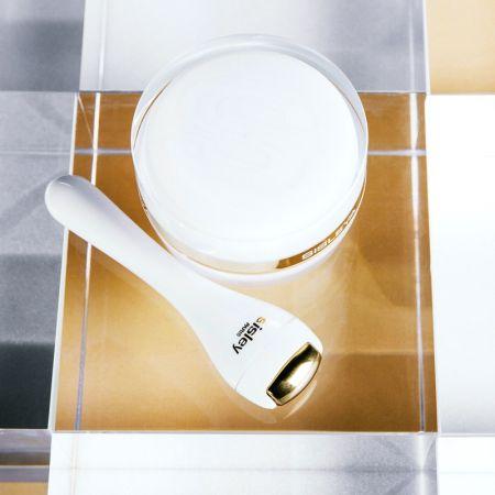 按摩金屬棒可以置放冰箱,在眼睛水腫時,以作為冰敷按摩用。