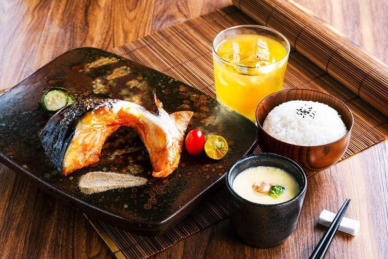 京都鹽烤厚切嫩鮭下巴