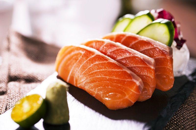 鮭魚刺身盤