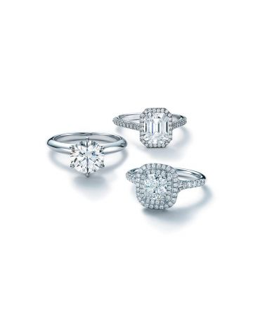 Tiffany 鉑金鑽石戒指,由上而下︰Tiffany Soleste祖母綠切割鑽戒、Tiffany Setting六爪鑲嵌鑽戒及Tiffany Soleste鑽戒。主石0.18克拉起,約NT$50,000起