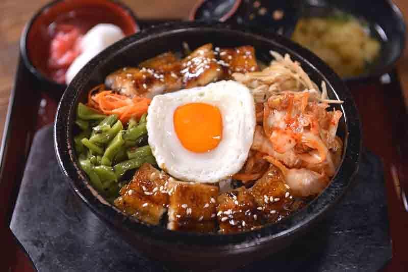 蒲燒鰻魚石鍋拌飯/450 元