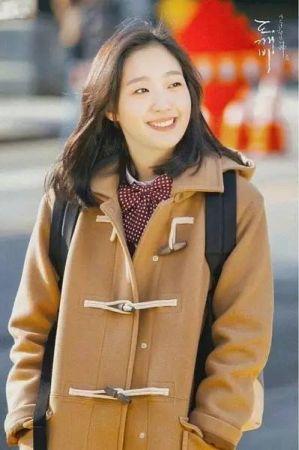 《孤單又燦爛的神-鬼怪》女主角金高恩唇色為蘭蔻絕對完美唇膏#264(圖片來源tvN)。