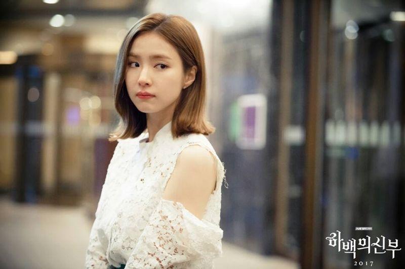 《河伯的新娘》女主角申世景唇色為蘭蔻絕對完美唇膏#105(圖片來源tvN)。