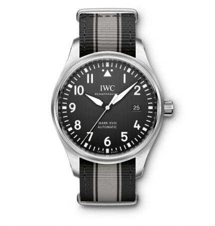 馬克十八飛行員腕錶,直徑 40mm 精鋼材質,自動機芯,IWC。