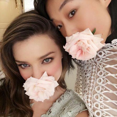 「我想鼓勵女人們擁抱接納自己的獨特性,就像玫瑰很美,向日葵和牡丹也一樣的美,我的意思是所有花朵都有自己獨特的美麗,而女人也是。」