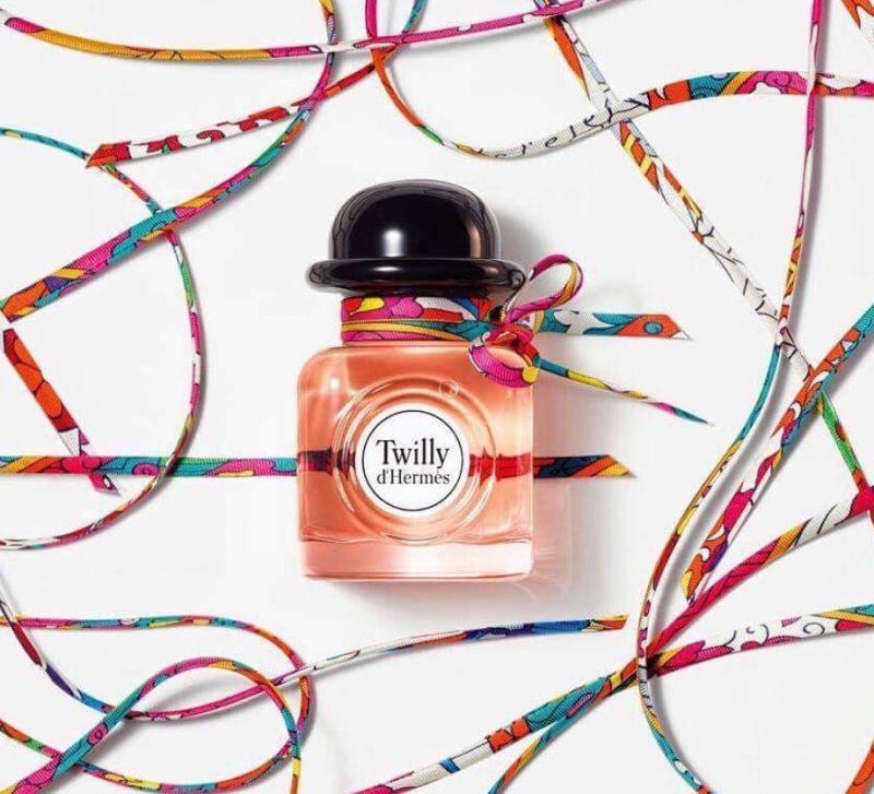 每一瓶Twilly d'Hermès淡香精上的絲巾都是獨一無二、與眾不同的。