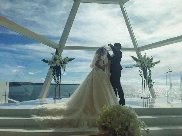 在沖繩喜來登聖瑪麗娜渡假村結婚的新人