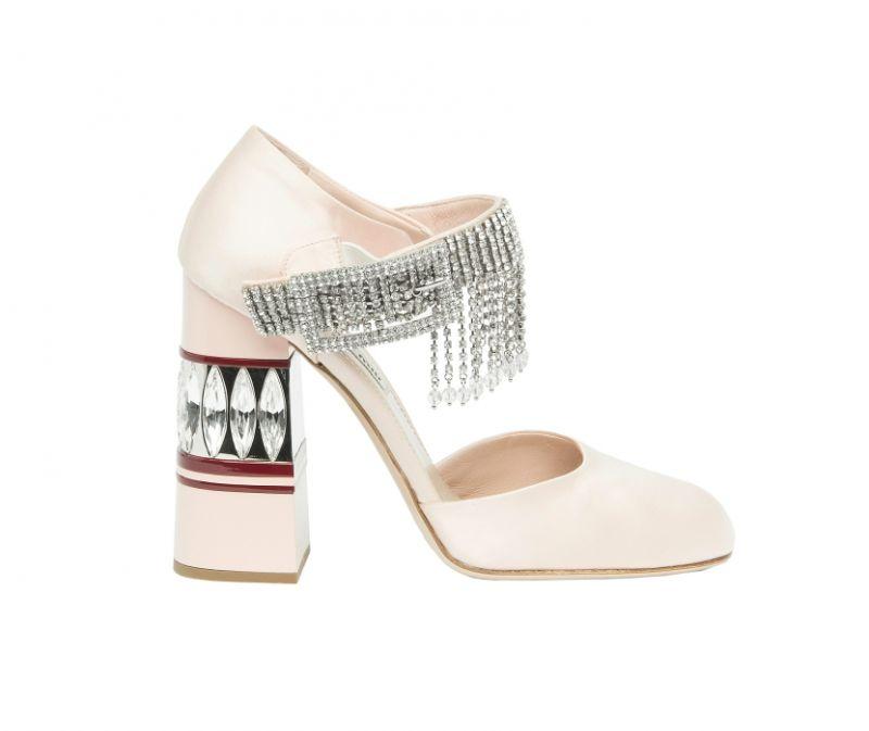 水晶墜飾緞面跟鞋,Miu Miu,NT87,500。