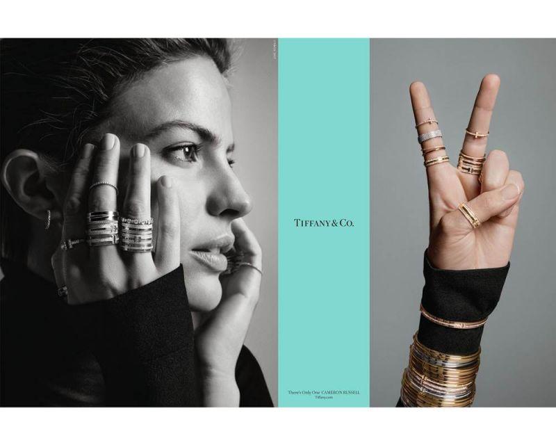 美國超模與社會運動家Cameron Russell疊戴搭配Tiffany T Two戒指