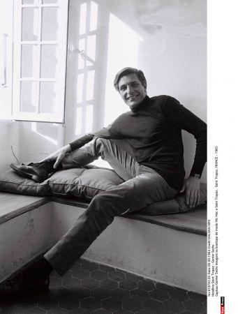 德國攝影家-甘特‧薩克斯 (Gunter Sachs)於1965年為其位於聖特羅佩的時尚精品店「Mic Mac」揭幕,而當時他手腕上佩帶的正是TANK腕錶。© DALMAS/Sipa