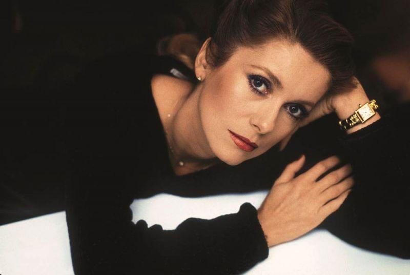 法國知名女影星-Catherine Deneuve(凱撒琳·丹尼芙) 配戴坦克手錶,1984年。© Jean-Jacques Lapeyronnie/Gamma