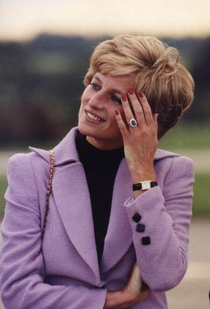 黛安娜王妃(Princess Diana)佩戴她的TANK腕錶。© Sipa Images