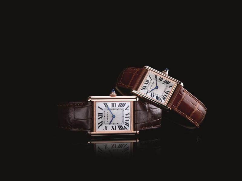 全新TANK Louis Cartier腕錶TANK Louis Cartier腕錶於1922年問世,象徵著真正的TANK精神。以垂直錶耳的俐落線條、圓潤邊角、融合為一的錶耳與錶殼等標誌性設計,經歷百載後仍然經典雋永。矚目造型與獨特風格和諧相融,展現腕錶純粹而恆久的魅力。